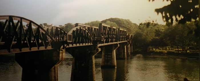 Broen Over Floden Kwai Krigsraedsler I Flot Natur