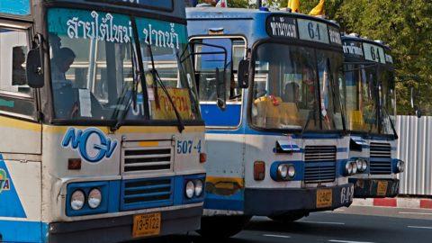 Fly, bus, bil og tog – sådan sparer du penge på transport på rejsen