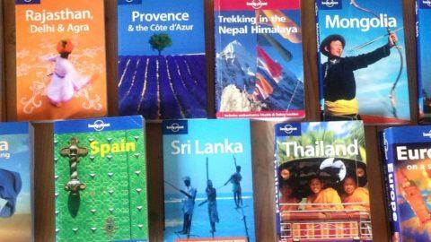 Skal jeg tage en guidebog med på rejsen?