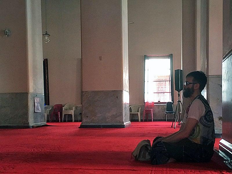 Jeg mediterer i tempel i Bangkok