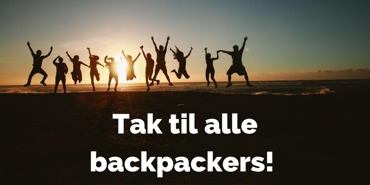 Backpacking der hjælper backpackere